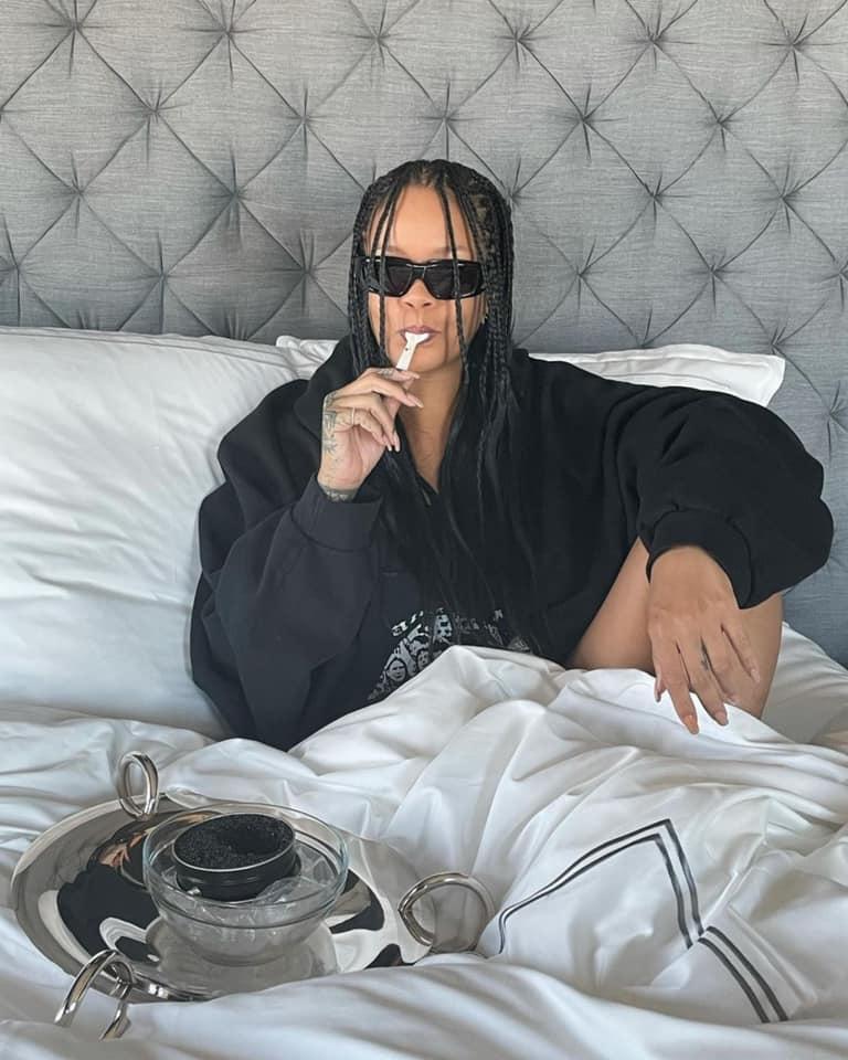 """Rihanna sur son parfum unisexe  : """"L'odeur est si particulière que vous ne l'oublierez jamais"""""""