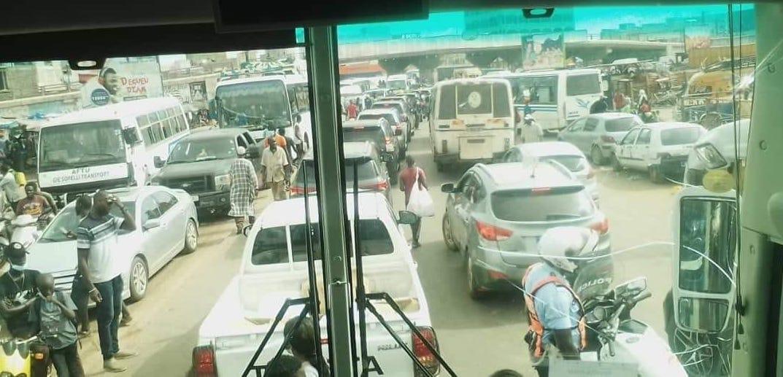 Manifestations dans la banlieue : Le cortège du ministre de l'Intérieur bloqué sur l'autoroute à péage