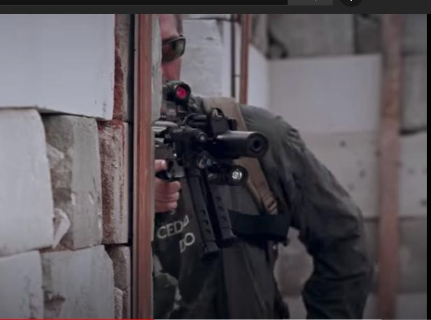 Vidéo: La société Kalachnikov dévoile son nouveau pistolet-mitrailleur