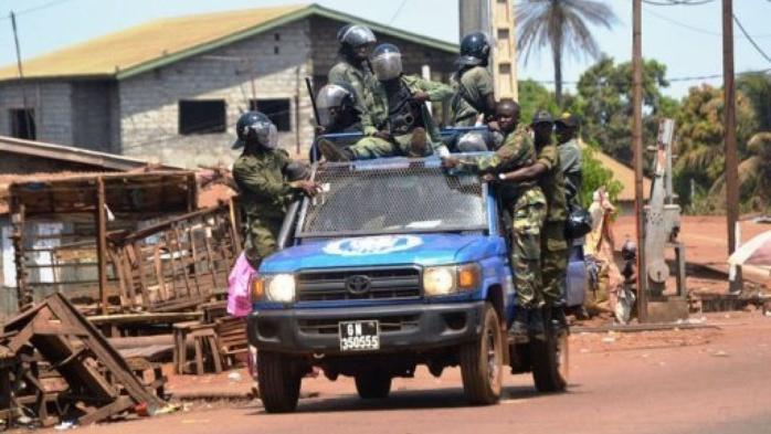 Guinée : Deux militaires radiés et poursuivis en justice pour actes de...
