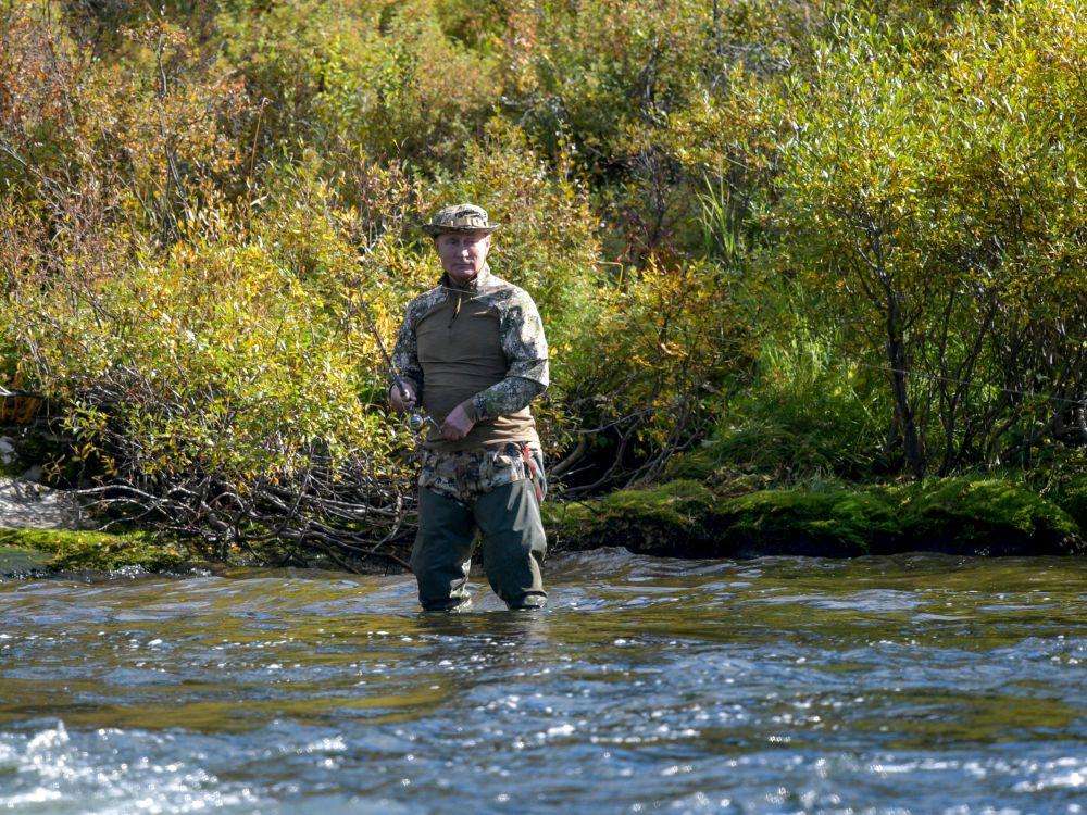Poutine est sorti de son isolement pour aller pêcher en Sibérie