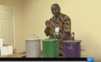 Présidentielle en Gambie : pas de bulletins, on vote avec des billes (regardez pour comprendre)