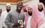Moussa Sow, reçoit le cadeau de Son Excellence Sheikh Abdul Rahman Al-Sudais Imam des Deux Saintes Mosquées