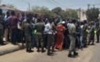 """URGENT: Des jeunes  manifestent et demandent la """"fermeture de 7TV"""""""