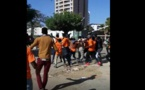"""Vidéo: Un groupe d'étudiants en t-shirt """"Orange"""" sème le bordel et blesse trois..."""
