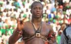 Vidéo: Papa Boy Jiné, le mari de Ndeye Gueye battu et humilié encore