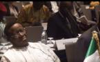 Scandale: un ministre Nigérian fait sa sieste dans une rencontre très importante (Regardez les images de la honte)
