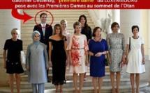 Le premier ministre du Luxembourg est un homosexuel,il pose avec les premières dames de l'OTAN