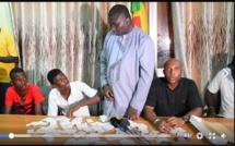 VIDEO: Bamba Fall et Barthélémy arrêtent deux jeunes avec plus d'un millier de cartes d'électeurs