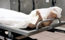 Le détenu se réveille juste avant son autopsie