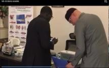 Vidéo: Karim Wade s'est inscrit sur les listes électorales