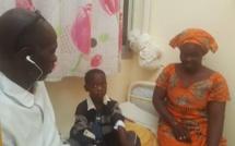 Enfants coincés dans un véhicule: Saliou Sané, le rescapé et sa maman
