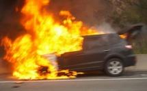 Dernière minute : Une voiture prend feu sur l'autoroute