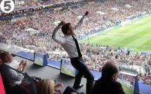 Arrêt sur image: Emmanuel Macron s'est lâché dans les tribunes