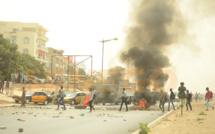 URGENT: Les étudiants bloquent la circulation à Dakar