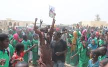 Vidéo: Des collégiens de Touba, réservent un accueil triomphal à Idy