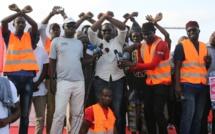 """Vidéo: Suivez l'intégralité  de la manifestation de """"Aar Li Nu Book"""" à Guédiawaye"""