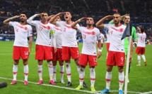 Les Turcs saluent le public