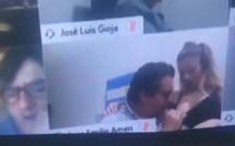 Argentine: Un député suspendu pour avoir embrassé le sein de sa femme en pleine...