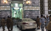 Mecque: Une voiture fonce et percute la mosquée sacrée d'Al-Haram