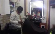 Ousmane Sonko chez son coiffeur