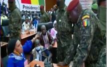 """L'intervention de cette handicapée fait pleurer le Colonel Doumbouya :""""Les militaires m'ont pris avec ma chaise pour..."""" (Vidéo)"""